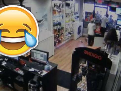 ¡Pretendían robar una tienda y quedaron encerrados! [VIDEO]
