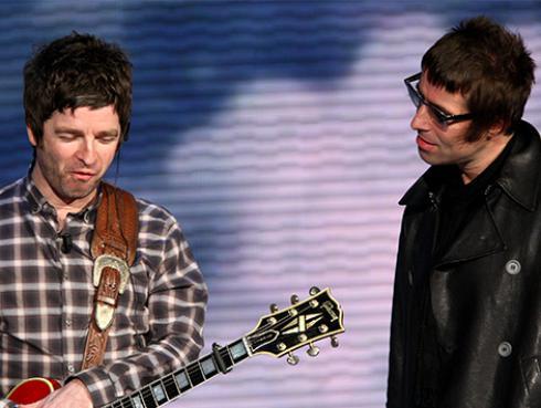 Liam Gallagher acusa a su hermano de querer quemar su casa
