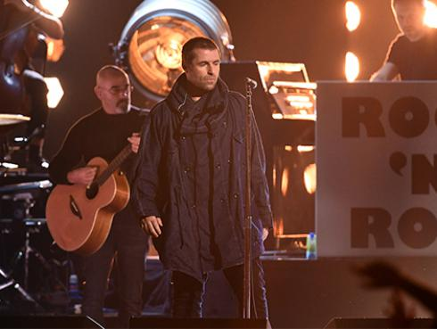 Liam Gallagher amenaza con hacer concierto benéfico de Oasis sin Noel Gallagher