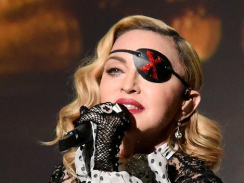 Madonna canceló concierto por lesión en las rodillas