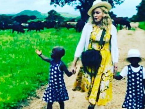 ¡Madonna compartió el primer video de sus gemelas!