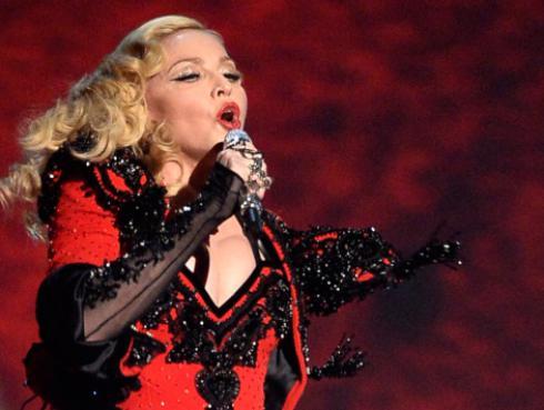 Madonna lanzó nuevo perfume y asegura que está trabajando en su nuevo disco
