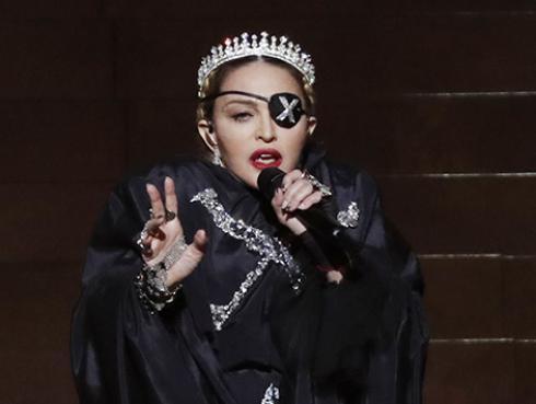 Madonna pasa la cuarentena cocinando al ritmo de mambo junto a su novio