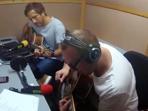 #Fogatera: El Marshall y Piccini interpretaron 'Zona de promesas', de Soda Stereo