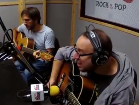 #Fogatera: El Marshall y Piccini interpretaron 'Agua', de Jarabe De Palo
