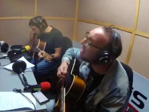 #Fogatera: El Marshall y Piccini interpretaron 'Hablando a tu corazón', de Charly García