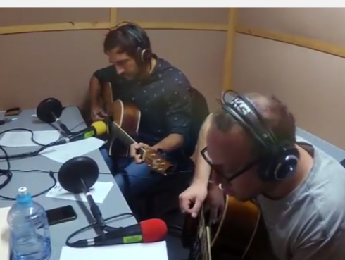 #Fogatera: El Marshall y Piccini interpretaron 'Turn Your Lights Down Low', de Bob Marley