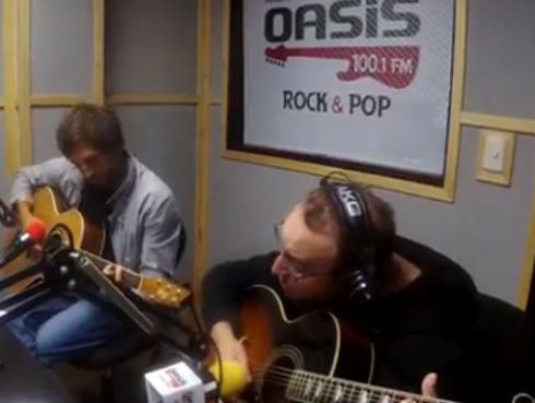 #Fogatera: El Marshall y Piccini interpretaron 'Sunday Morning', de Maroon 5
