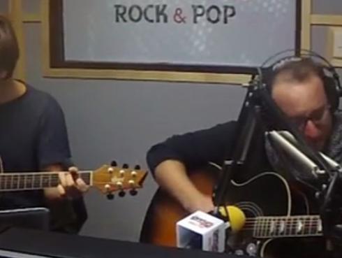 #Fogatera: El Marshall y Piccini tocaron 'No Woman, No Cry', de Bob Marley