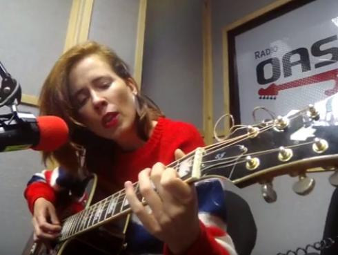 #Fogatera: Pamela Rodríguez interpretó su tema 'Una Herida Hecha Luz' [VIDEO]