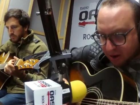 #Fogatera: El Marshall y Piccini interpretaron 'Loser', de Beck