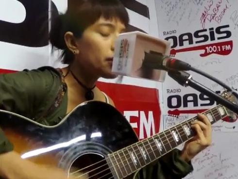 #Fogatera: Andrea Martínez interpretó su tema 'Surco 2.0', y 'Like a Stone', de Audioslave