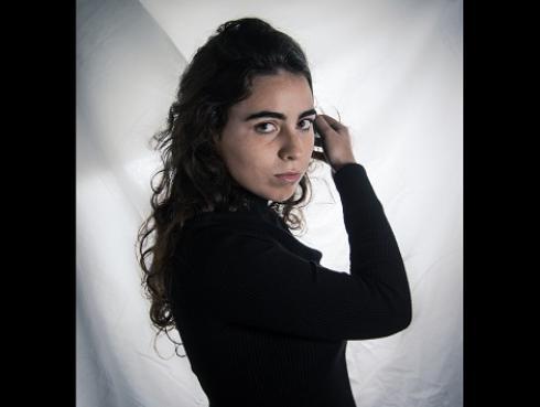 Mira el video de 'Viene y va', segundo sencillo de Clara Yolks