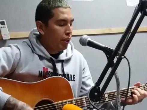 #Fogatera: No Recomendable interpretó sus temas 'Café en días de guerra' y 'Corazones con ansiolíticos'