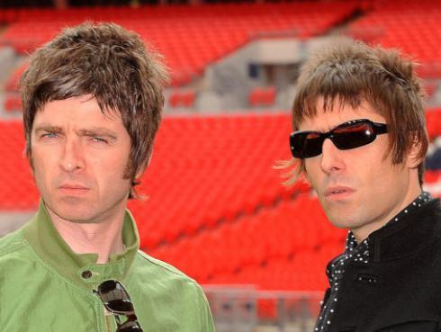 Noel Gallagher enfureció luego de que Liam amenazara a su esposa