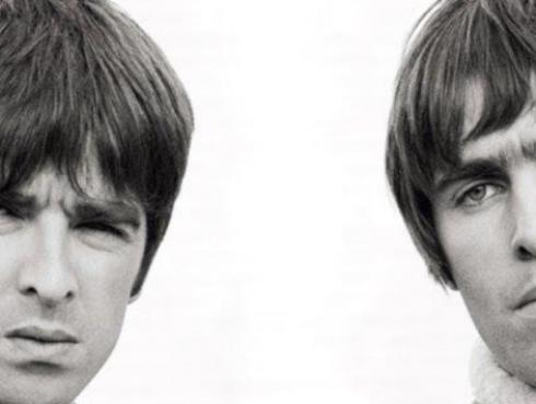 """Noel Gallagher arremete nuevamente contra su hermano: """"Me gustaba mi madre hasta que tuvo a Liam"""""""