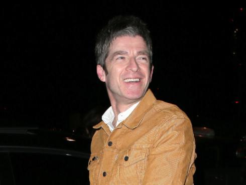 Noel Gallagher promociona la música de su hermano con un llamativo mensaje