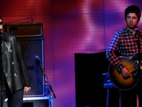 Cantaron 'Don't Look Back in Anger' de Oasis, en minuto de silencio a las víctimas de Manchester