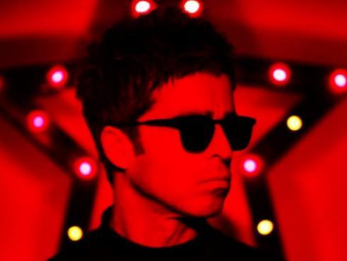 Noel Gallagher anunció fecha de lanzamiento de su nuevo disco 'Who Built The Moon?' con teaser