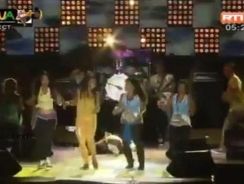 Cantante murió en escenario mientras sus compañeros bailaban