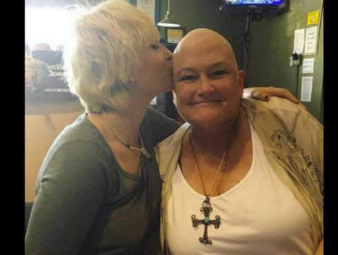 Hija de Michael Jackson celebra así el final de la quimioterapia de su madre [FOTO]