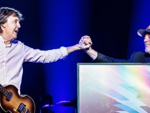 Paul McCartney invitó a Billy Joel al escenario para cantar éxitos de The Beatles [VIDEO]