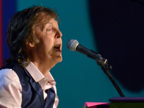 Paul McCartney recordó al actor Roger Moore tras su muerte