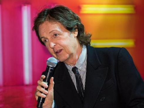 ¿Paul McCartney encabezaría Glastonbury 2019?