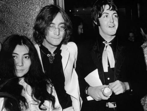 Furiosa carta que Johnn Lennon le escribió a Paul y Linda McCartney es subastada por 20 mil dólares