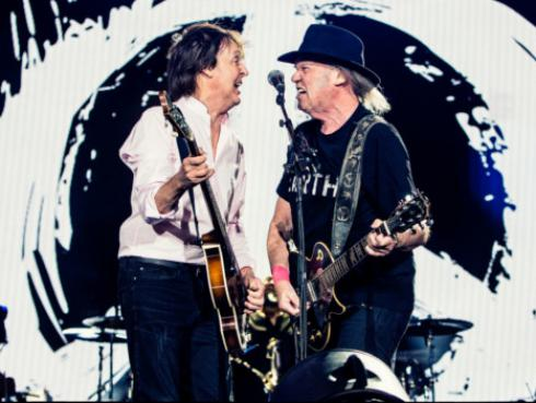 Paul McCartney y Neil Young revivieron clásicos de The Beatles en el 'Desert Trip' [VIDEO]