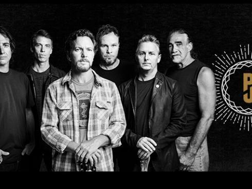 Pearl Jam donó dinero a un hombre que, hace 15 años, le salvó la vida a Eddie Vedder