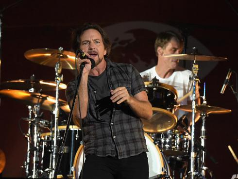 Pearl Jam interpretó temas de The Beatles y Aerosmith [VIDEOS]