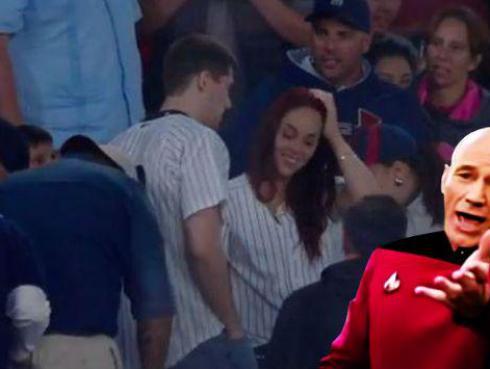 Quería pedirle matrimonio en pleno partido de béisbol y terminó pasando tremenda vergüenza [VIDEO]