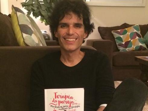 Pedro Suárez-Vértiz aclaró que no comparte ideologías políticas por ser artista