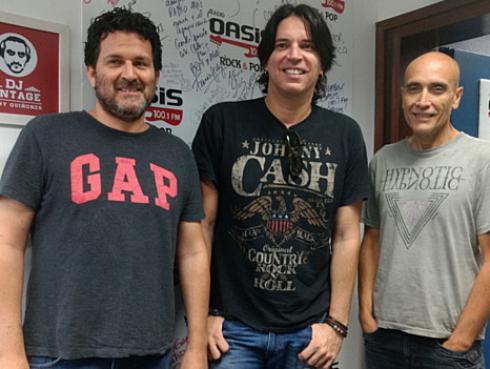 Pedro Suárez-Vértiz la banda tocó por primera vez en vivo 'Siempre aquí en mi piel' [VIDEO]