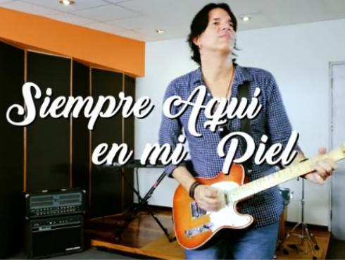Pedro Suárez-Vértiz presentó su nuevo tema: 'Siempre aquí en mi piel' [VIDEO]