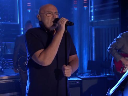 ¡Phil Collins revive clásico 'In The Air Tonight' en televisión! [VIDEO]