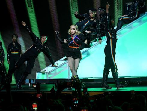 ¿Por qué Madonna bebe su propia orina?