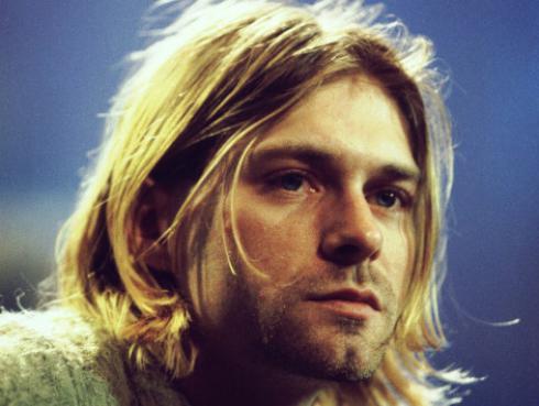 Publican fotografía inédita de Kurt Cobain en un estudio de grabación