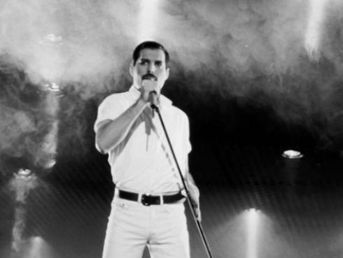 La primera foto de Rami Malek interpretando a Freddie Mercury para el filme 'Bohemian Rhapsody'