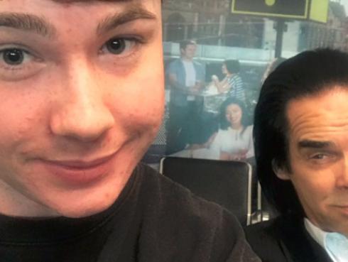 ¿Quién es Nick Cave? Joven se tomó una foto con el cantante sin saber quien era [FOTOS]