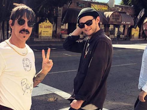 Recuerda cuando Red Hot Chili Peppers y Eddie Vedder cantaron temas de Jimmi Hendrix y Prince en vivo