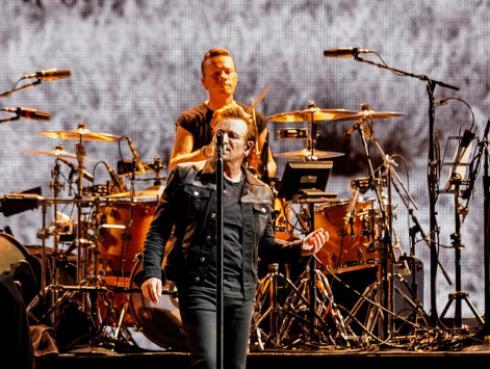 U2 hizo un 'mashup' de 'Beatiful Day' con 'Under The Bridge', de Red Hot Chili Peppers