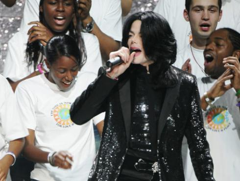 Retiran estatua de Michael Jackson de un museo de Inglaterra