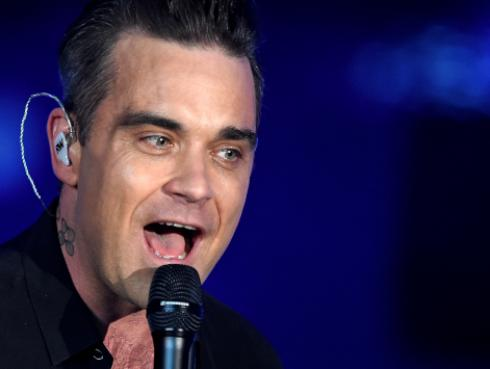 Robbie Williams cantó 'Angels' junto a fan [VIDEO]
