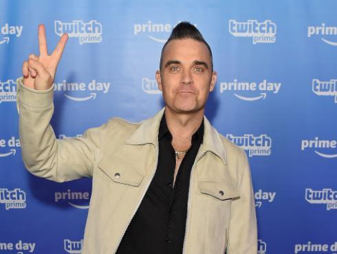 Robbie Williams cantó con su padre en Las Vegas