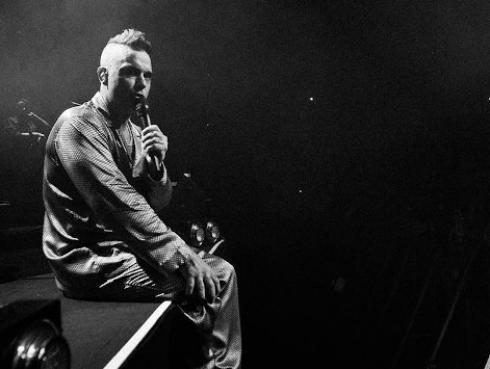 Robbie Williams recibió ayuda de Elton John en su peor época