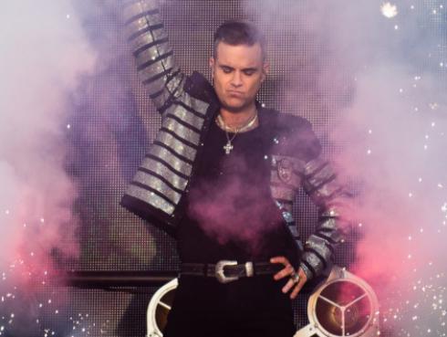 Robbie Williams y el curioso método para nunca olvidarse del día que nacieron sus hijos
