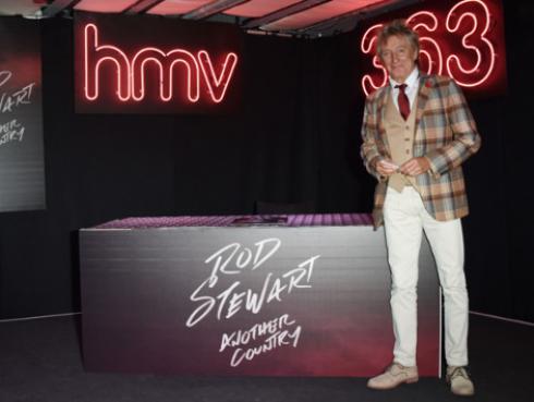 Rod Stewart quiere construir una piscina para su hijo