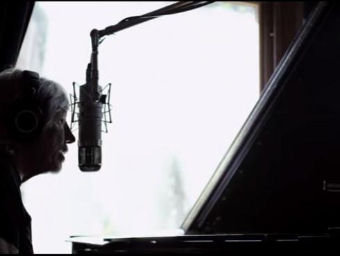 Mira el nuevo video 'Wait For Her' de Roger Waters sobre los refugiados que te hará llorar